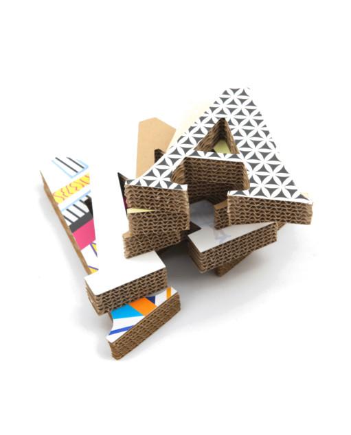 Letras de cartón con textura