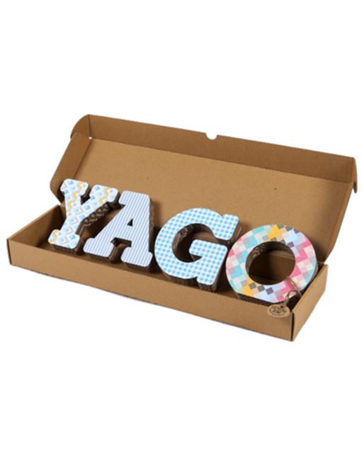 Nombres de cartón con textura Yago